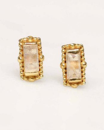 Earring stud rectangle with dots