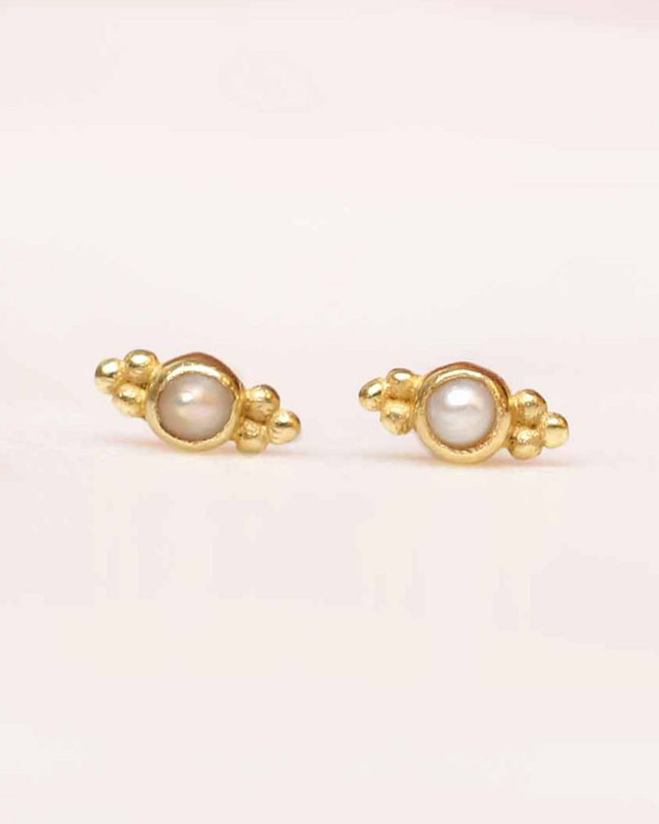 c earring stud 2mm etnic pearl gold plated