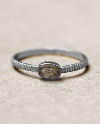 C- ring size 52 oval bar labradorite
