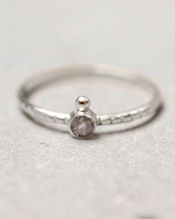 C- ring size 54 3mm round 1 dot labradorite