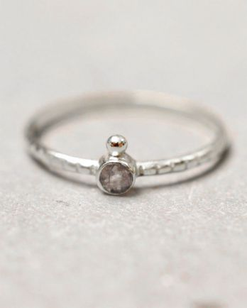 C- ring size 56 3mm round 1 dot labradorite