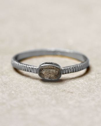 C- ring size 56 oval bar labradorite