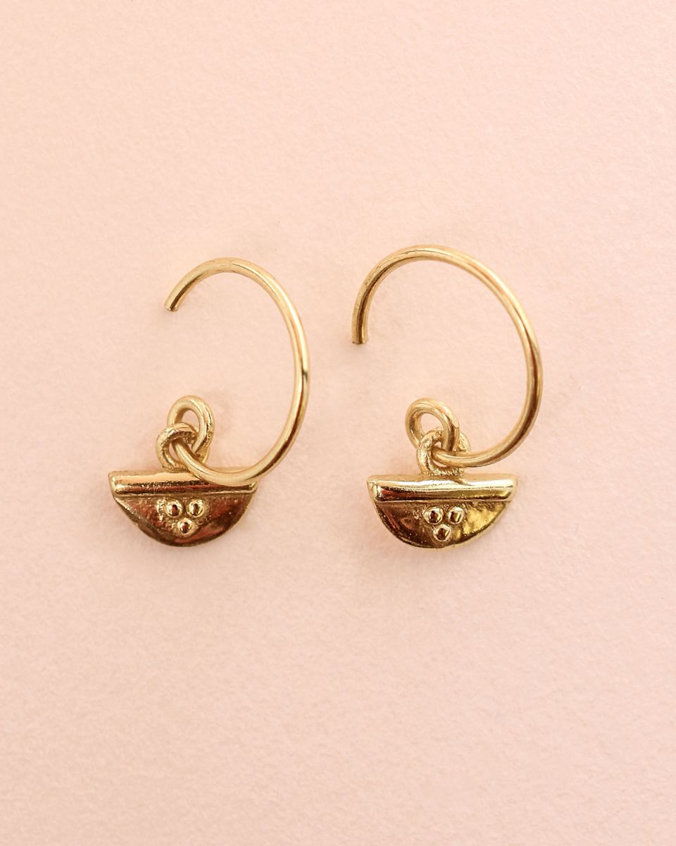 d earring half circle and dots gold plated