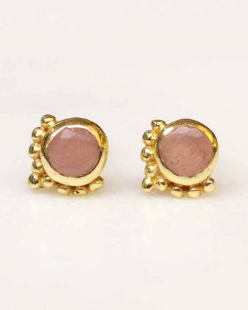 D- earring mini etnic stud peach moonstone gold plated