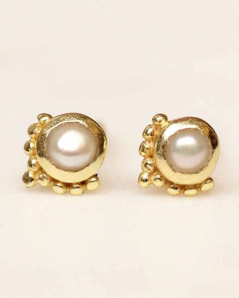 D- earring stud etnic pearl gold plated