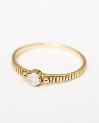 D- ring size 56 3mm round 2 dots white moonstone gold plated