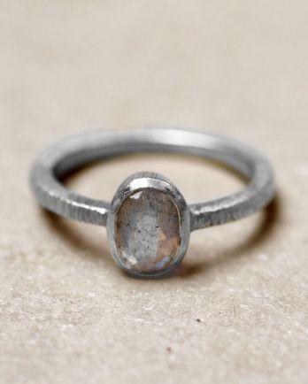 D- ring size 56 8-5 oval labradorite