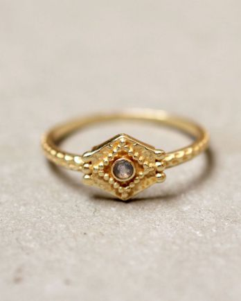 E- ring size 52 etnic hexagon labradorite gold plated