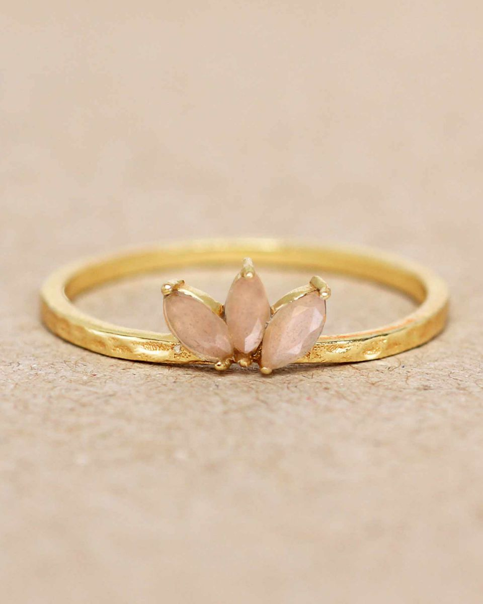 e ring size 52 peach moonstone three stones leave hammered