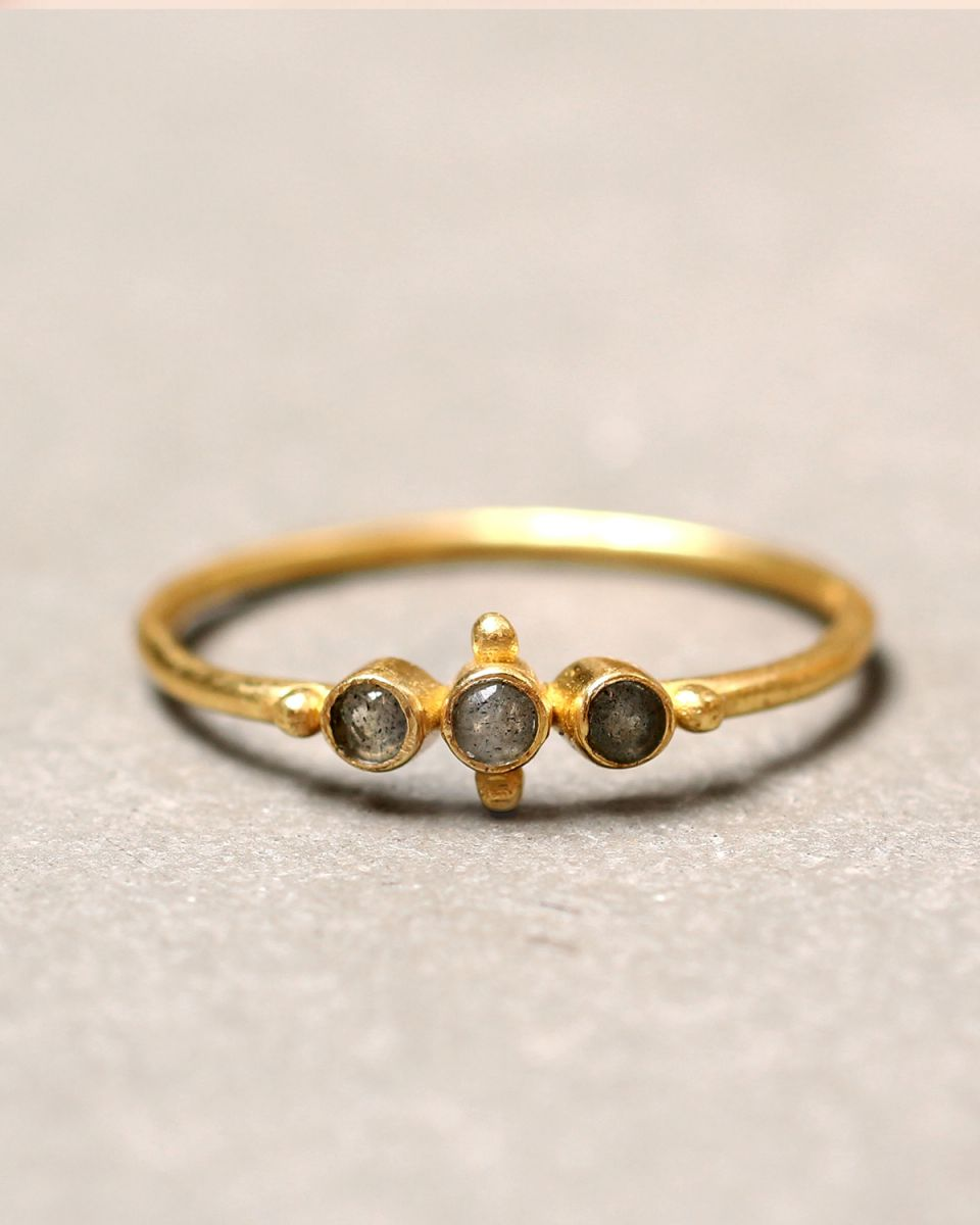e ring size 52 three labradorite st and small ball gold pl