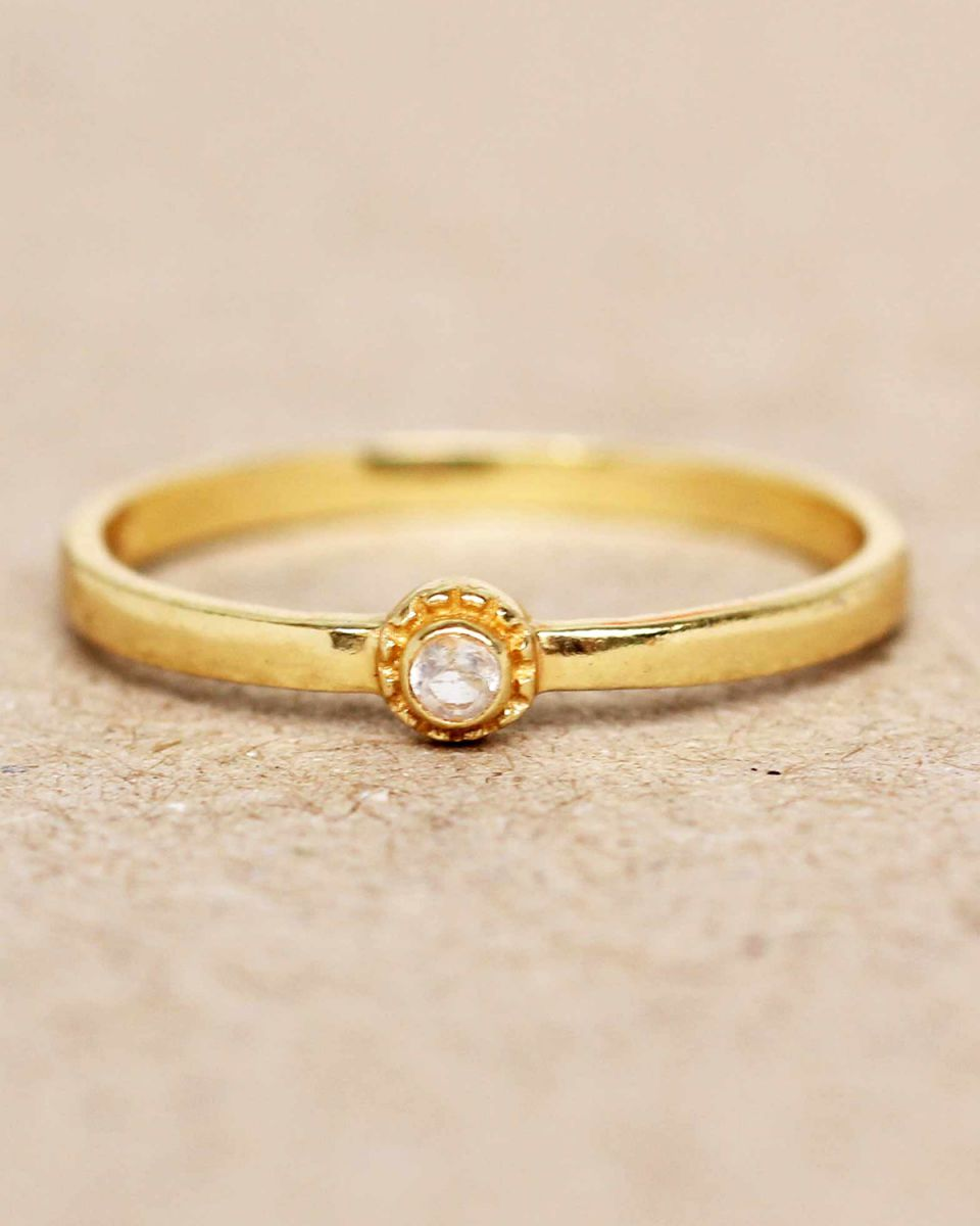 e ring size 52 white moonstone round with stone gold plated