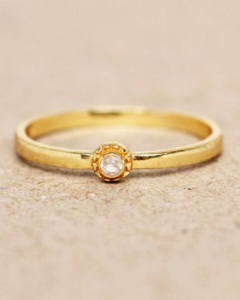 E- ring size 52 white moonstone round with stone gold plated