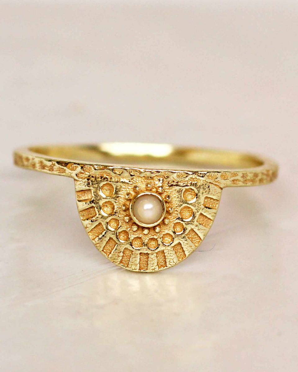 e ring size 52 white pearl half cirkel gold plated