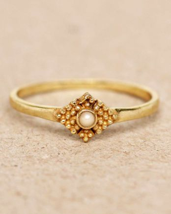 Ring vertical dots diamond with stone
