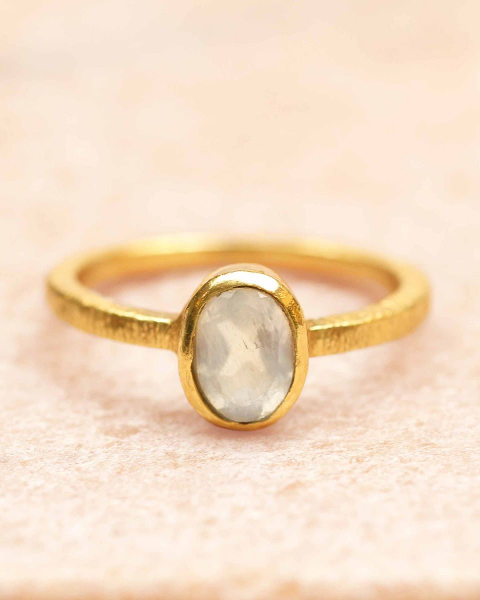e ring size 54 85 oval white moonstone gold plated