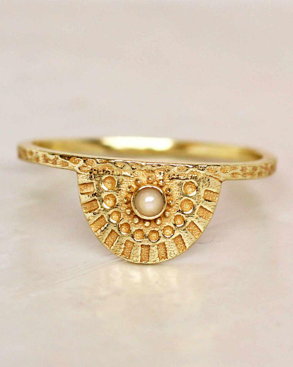 e ring size 54 white pearl half cirkel gold plated