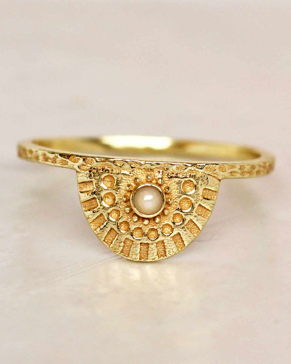 e ring size 54 white pearl half cirkel gold plated