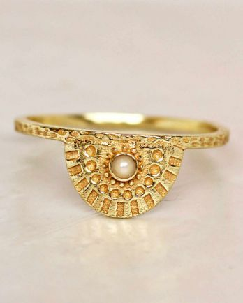 E- ring size 54 white pearl half cirkel gold plated