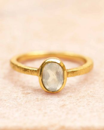 E- ring size 56 8-5 oval white moonstone gold plated