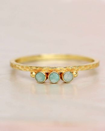 E- ring size 56 amazonite three stones two dots hammered gol