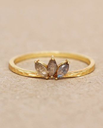 E- ring size 56 labradorite three stones leave hammered gold