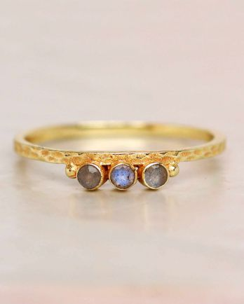 E- ring size 56 labradorite three stones two dots hammered g