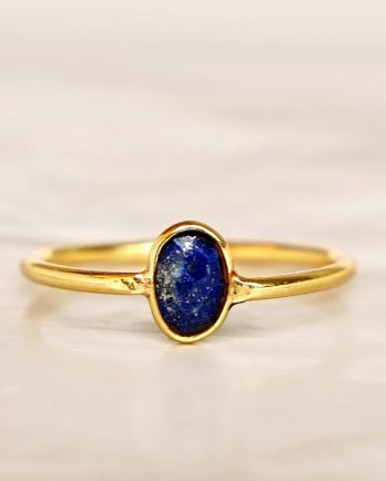 E - Ring size 56 lapis lazuli vertical gold pl.