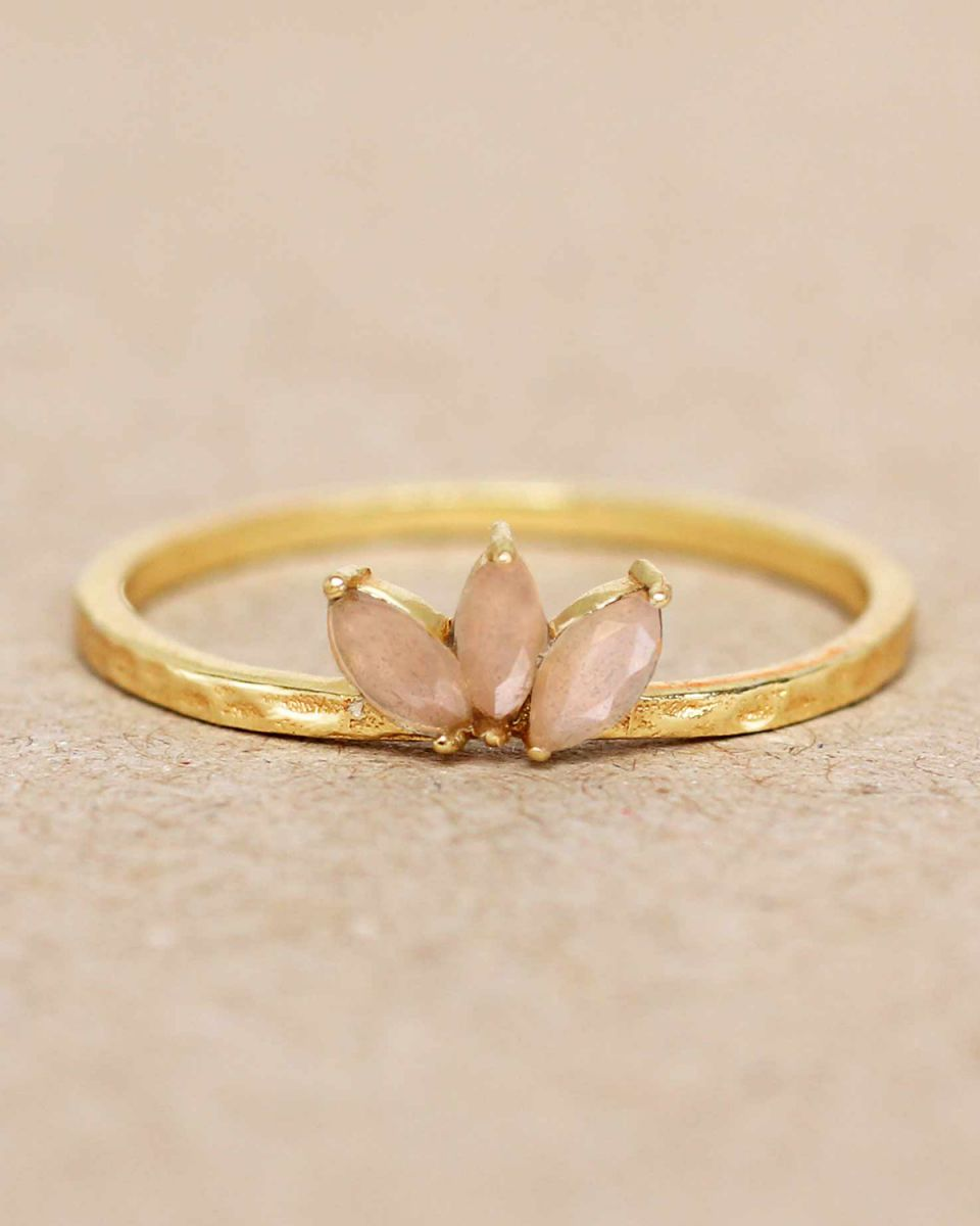 e ring size 56 peach moonstone three stones leave hammered