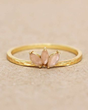 E- ring size 56 peach moonstone three stones leave hammered