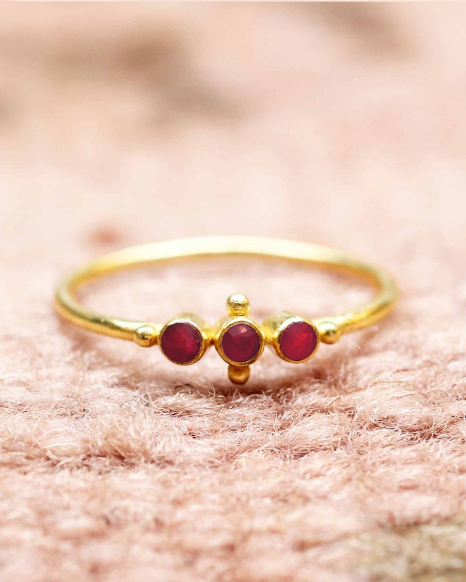 e ring size 56 three ruby st and ball gold plated