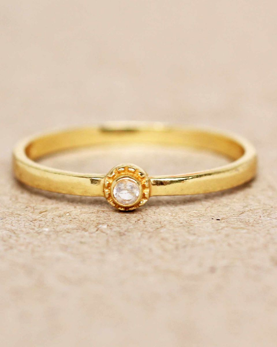 e ring size 56 white moonstone round with stone gold plated