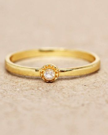 E- ring size 56 white moonstone round with stone gold plated