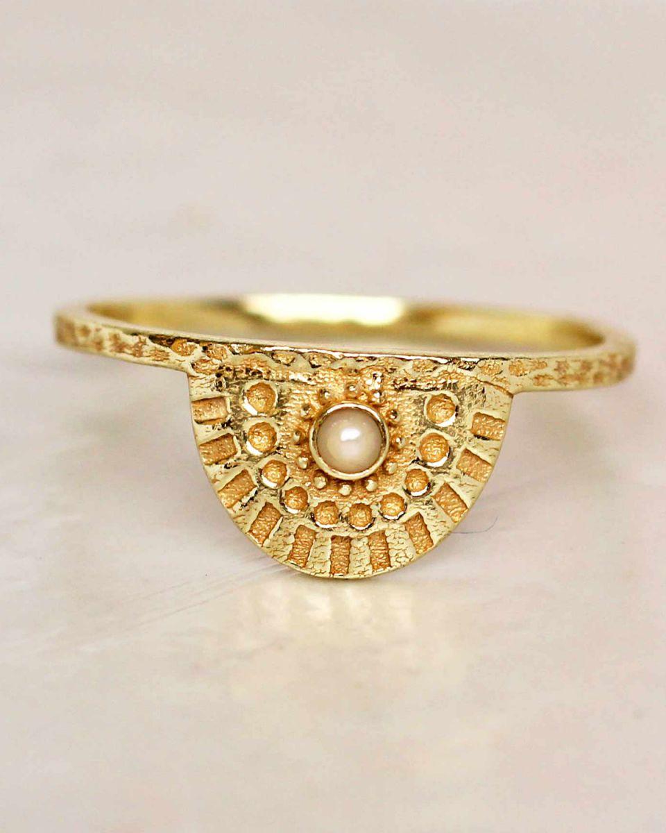 e ring size 56 white pearl half cirkel gold plated