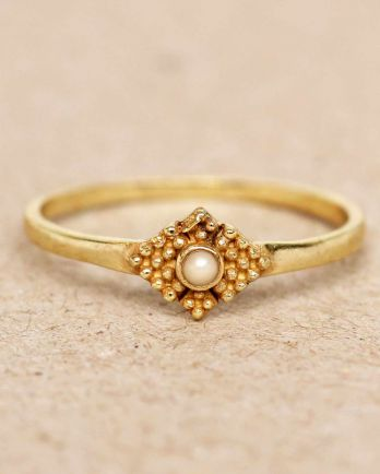 E- ring size 56 white pearl vertical dots diamond with stone