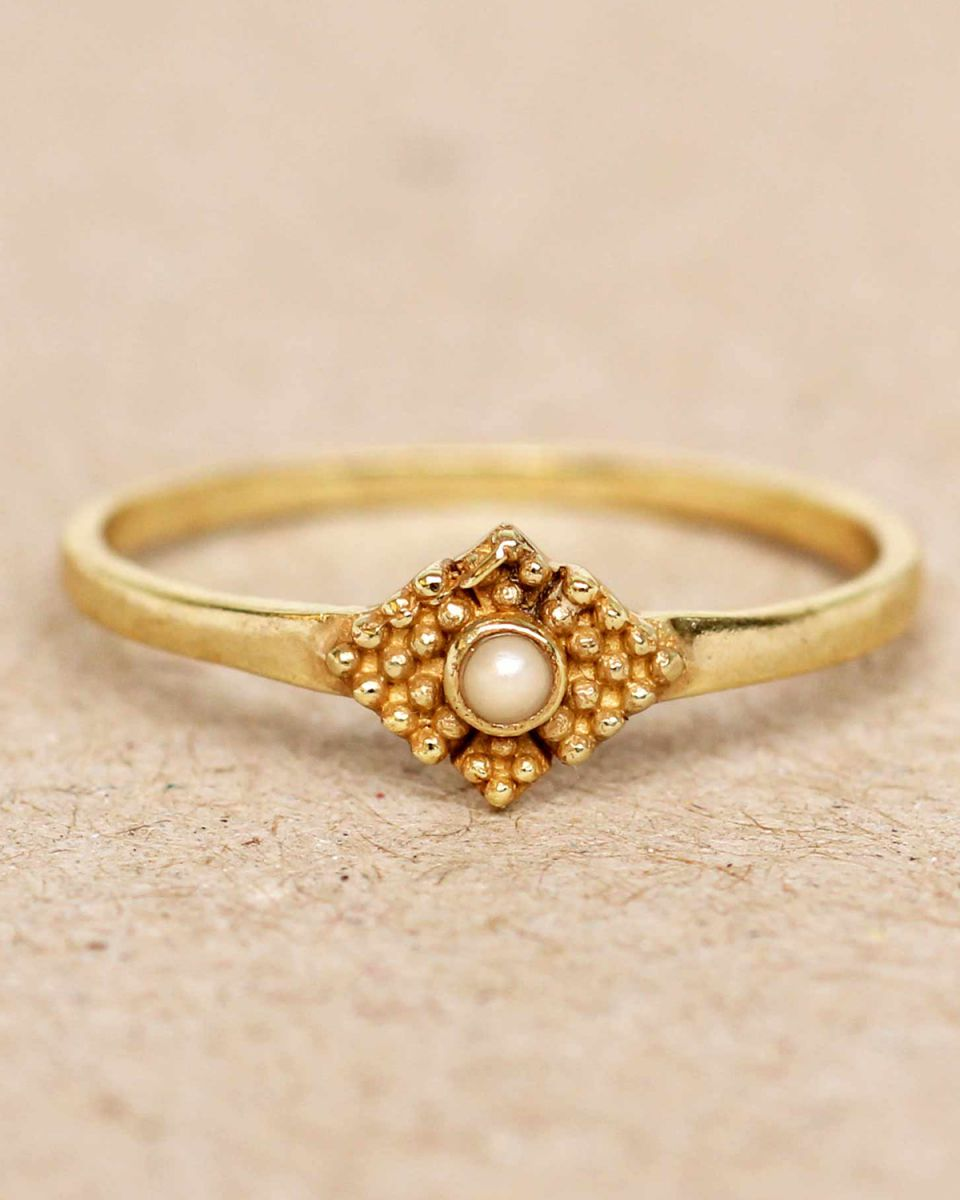 e ring size 56 white pearl vertical dots diamond with stone