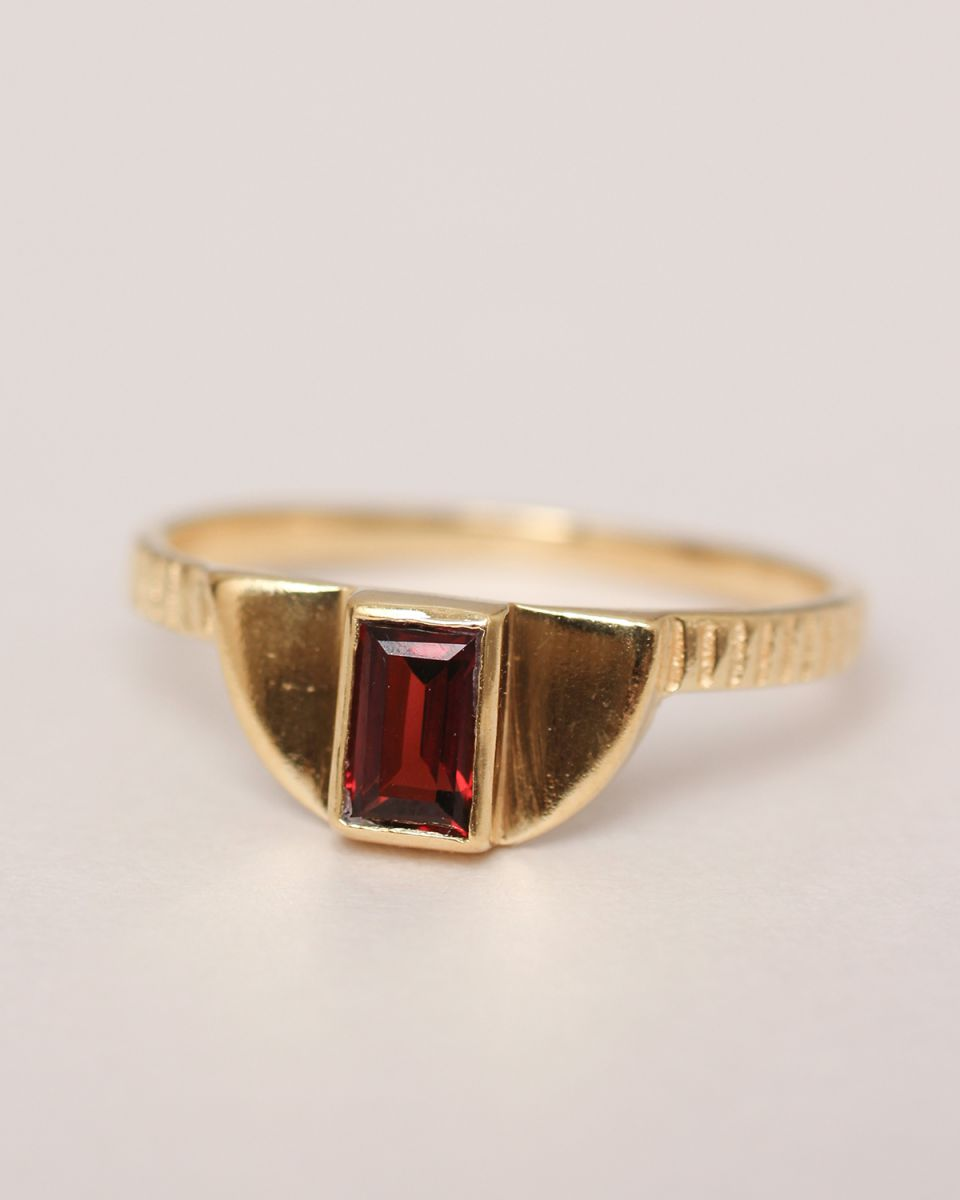 f ring size 52 egypt garnet gold plated