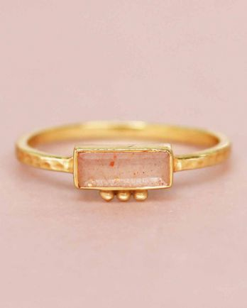 F- ring size 52 peach moonstone rectangle three dots 3x8 gol