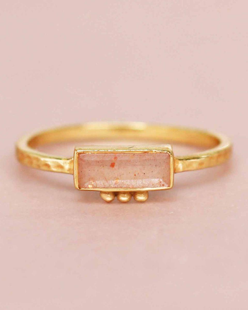 f ring size 52 peach moonstone rectangle three dots 3x8 gol