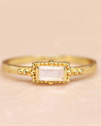F- ring size 52 white moonstone horizontal rectangle dots go