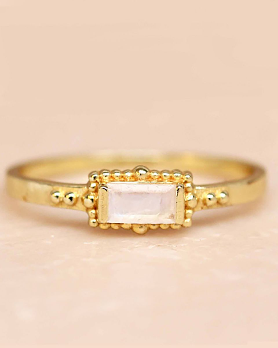 f ring size 52 white moonstone horizontal rectangle dots go