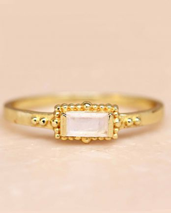F- ring size 52 white moonstone horizontal rectangle dots go