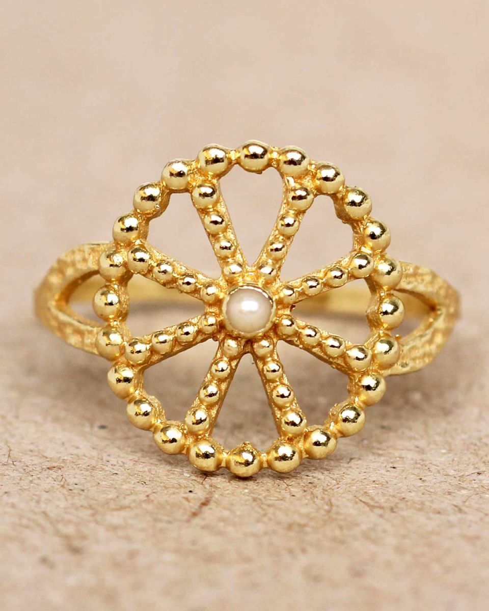 f ring size 52 white pearl wheel with dots gold plated