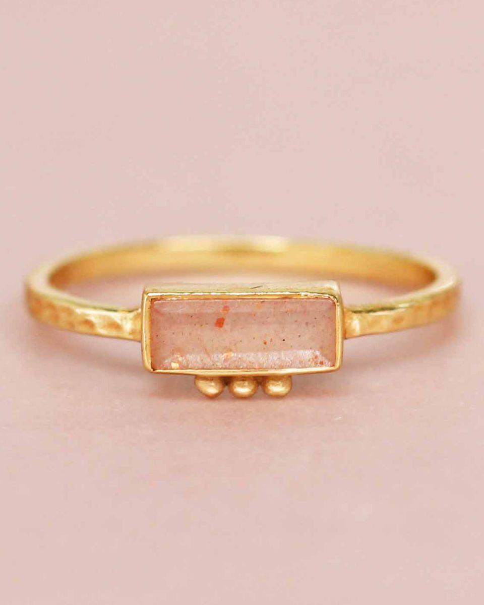 f ring size 54 peach moonstone rectangle three dots 3x8 gol