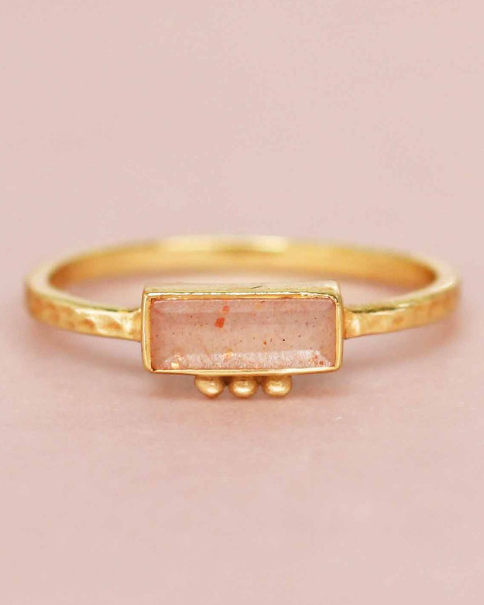f ring size 54 peach moonstone rectangle three dots 3x8 gol