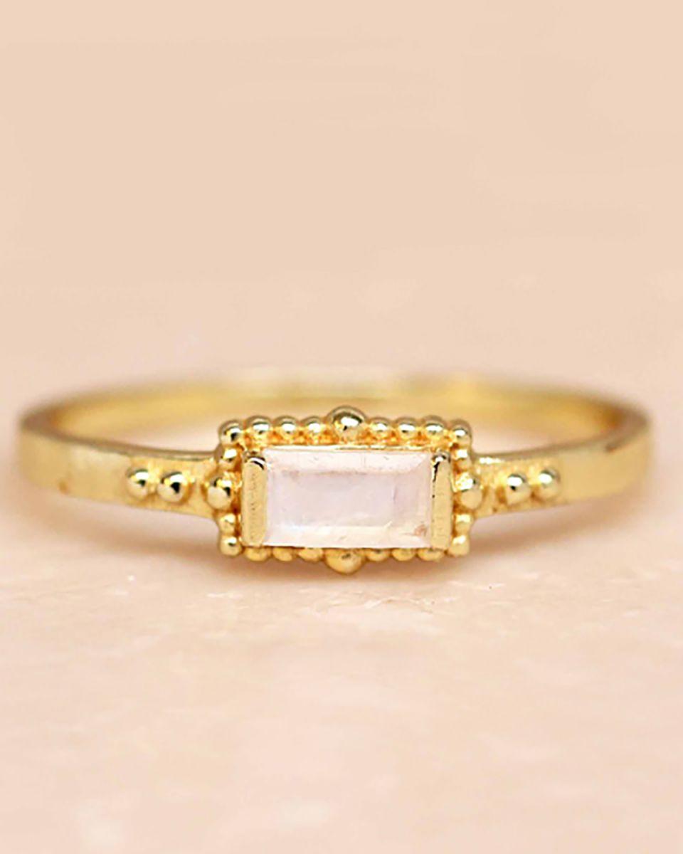 f ring size 54 white moonstone horizontal rectangle dots go