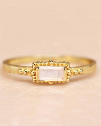 F- ring size 54 white moonstone horizontal rectangle dots go