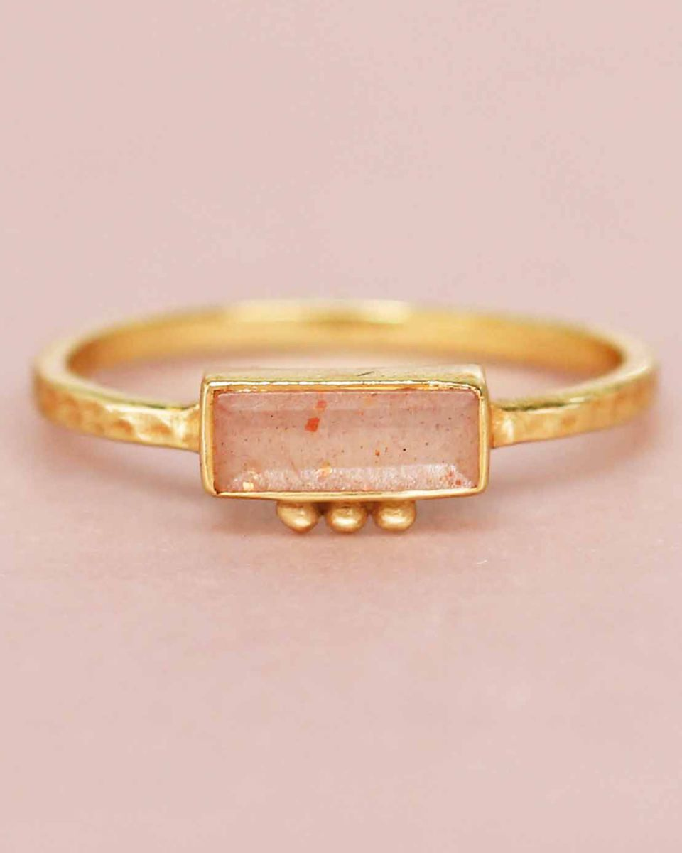 f ring size 56 peach moonstone rectangle three dots 3x8 gol