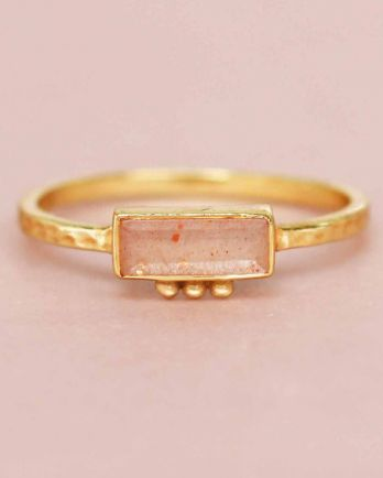 F- ring size 56 peach moonstone rectangle three dots 3x8 gol
