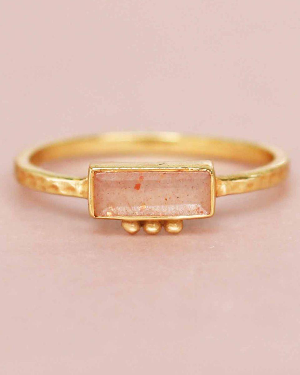 f ring size 56 peach moonstone rectangle three dots 3x8 gol