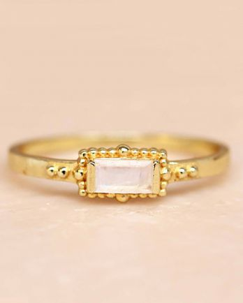 F- ring size 56 white moonstone horizontal rectangle dots go